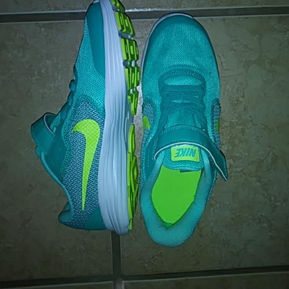 Nike Revolution 3 (PSV) 04a1416392